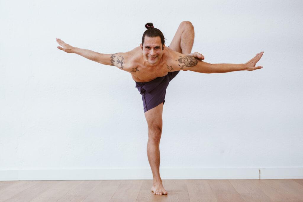 luis rivero profe de yoga