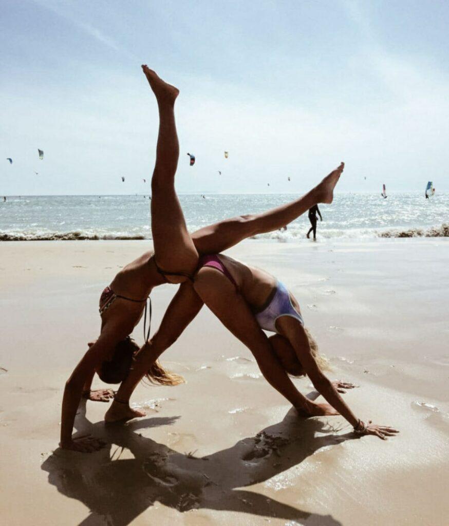 un nuevo challenge: yoga en pareja y acroyoga