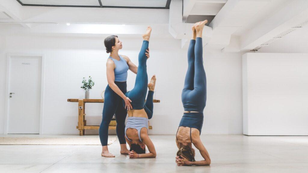 ejercicios para principiantes y clases de yoga en casa gratis