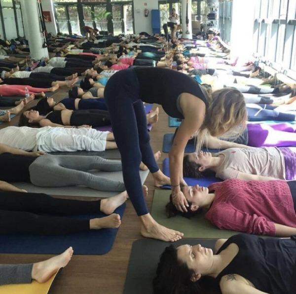 técnicas de yoga para saber cómo combatir el estrés y la ansiedad