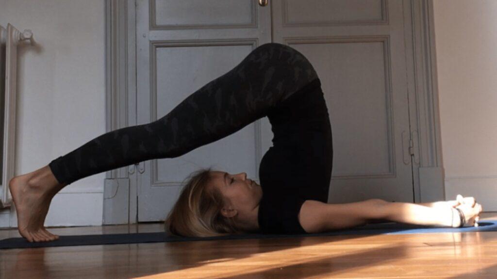 conoce la diferencia entre flexibilidad y estabilidad y aprende distintos estiramientos de yoga