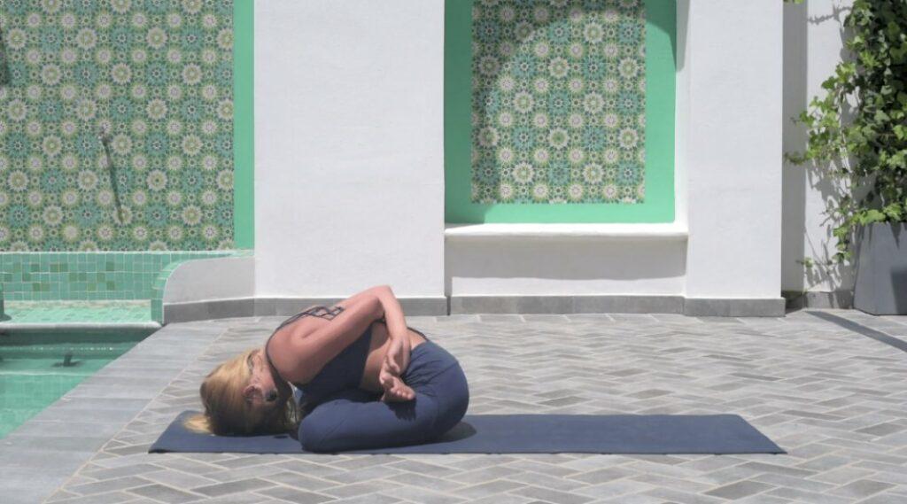 hacer yoga para mejorar la salud
