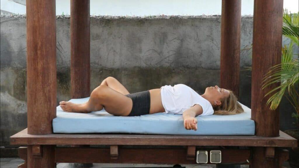 descubre asanas de yoga para dos y ejercicios de yoga en casa