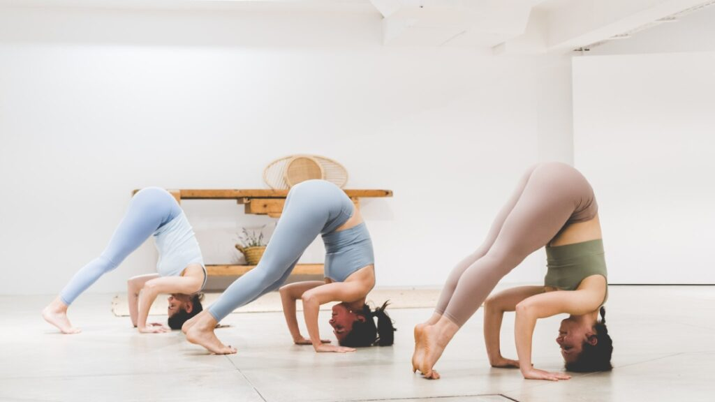 diferentes ejercicios de yoga para principiantes