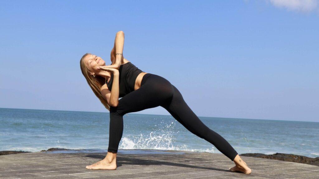 una variante en yoga iyengar: parivrtta parsvakonasana