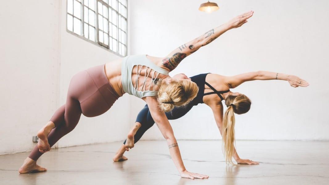 Qué es Iyengar yoga: beneficios, posturas y más