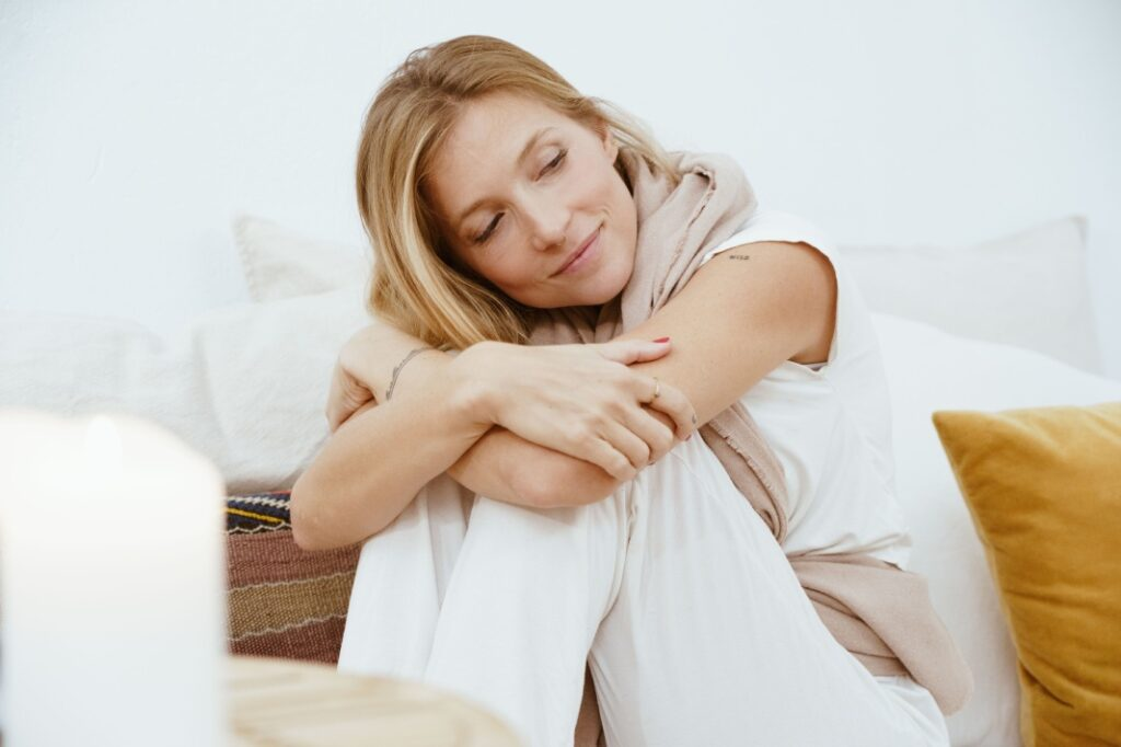 practicar la meditación guiada para aliviar la ansiedad
