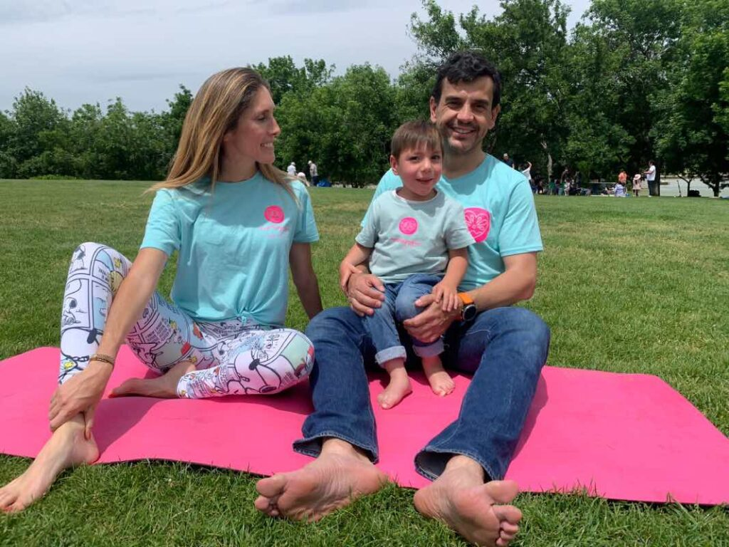 familias que practican yoga