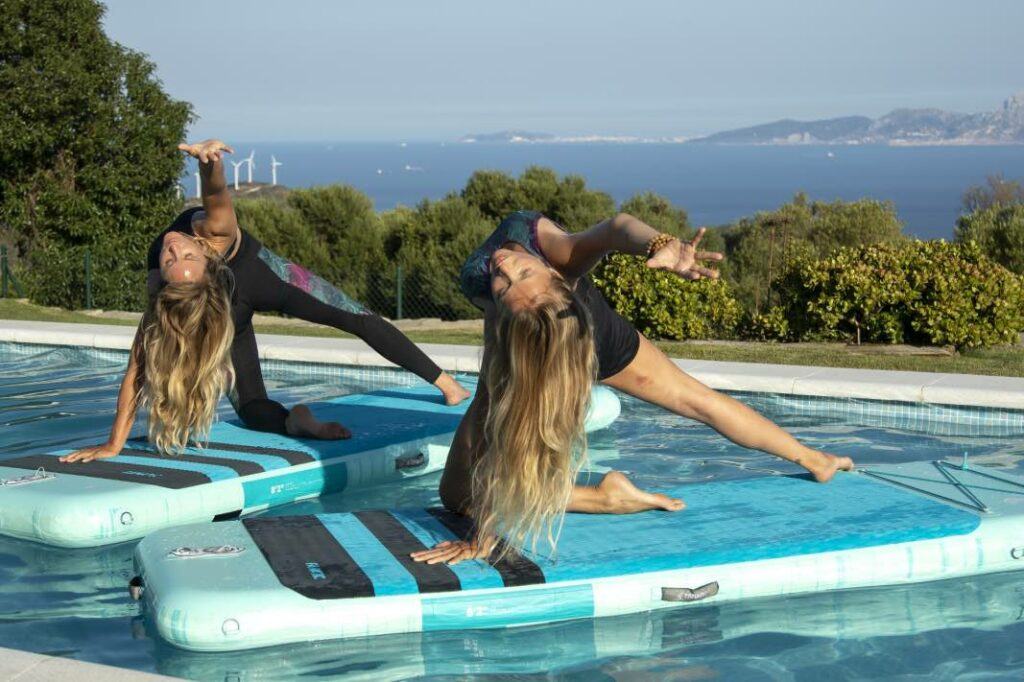 disfruta del yoga con amigos, familia o pareja