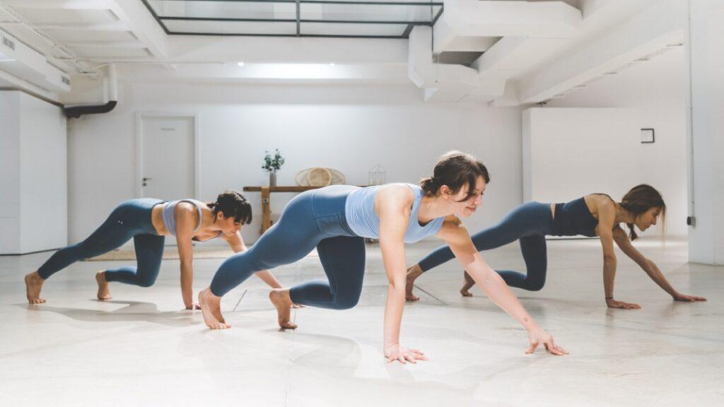 kundalini yoga: ejercicios y posturas de yoga para principiantes