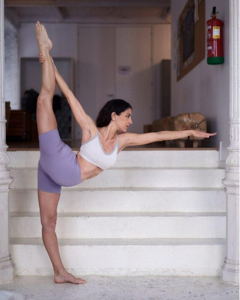 bikram yoga: el yoga que adelgaza y elimina toxinas