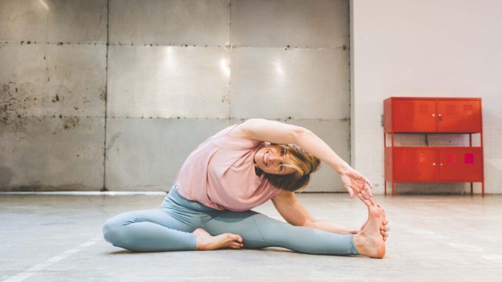 clase de yoga para empezar a hacer yoga en casa