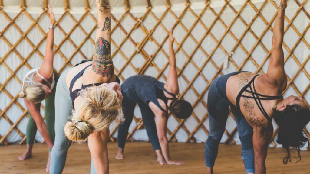 hatha yoga para principiantes: posturas fáciles de iniciación al yoga