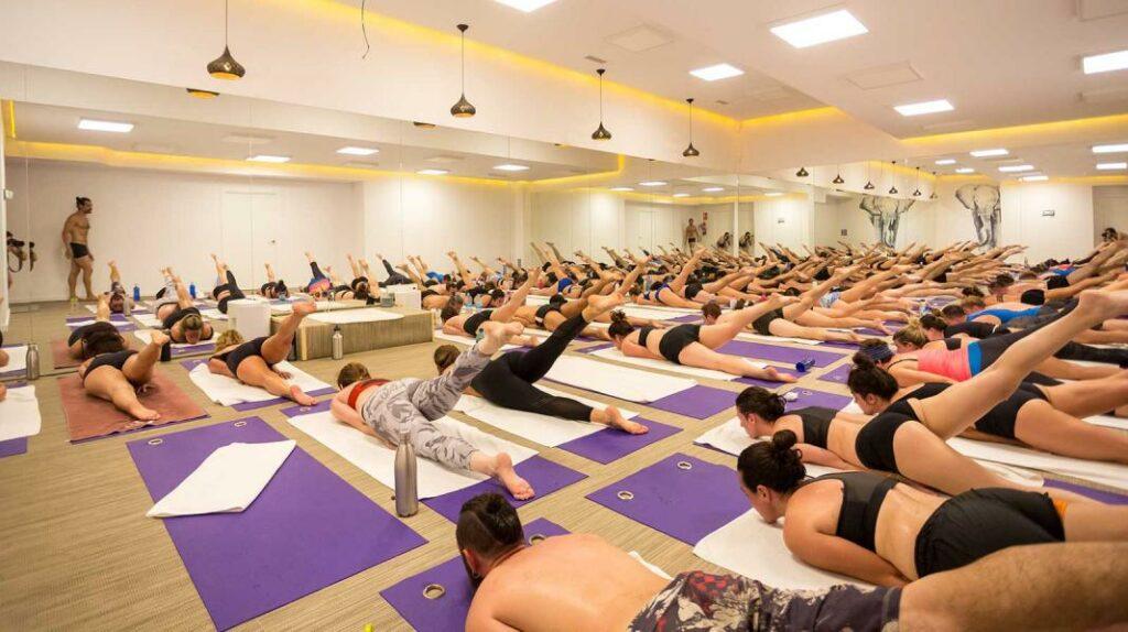 Bikram Hot Yoga, centro de bikram yoga en calle del barquillo para todos los niveles. Consultar horarios y precios