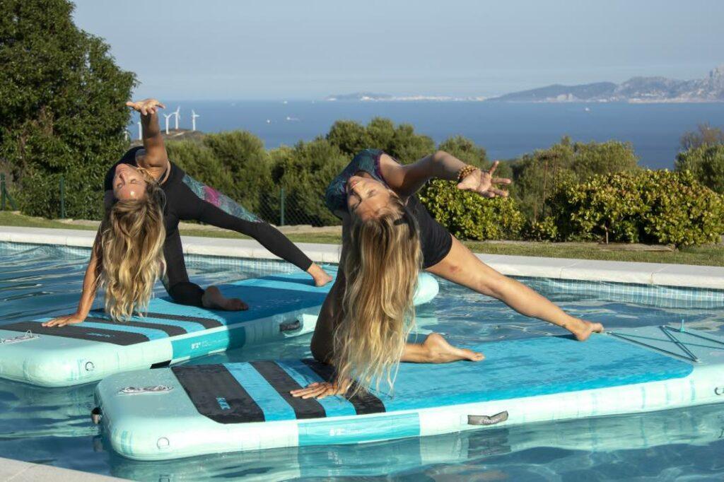Yoga y surf: fluir en el agua gracias a tu mat