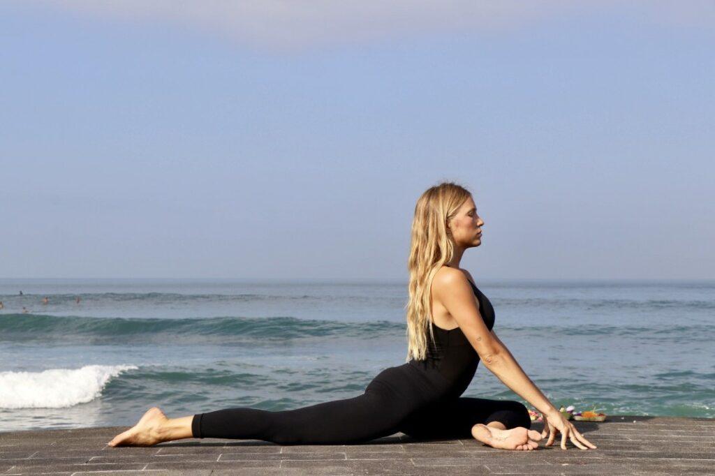 hacer el espagat, el mono de yoga o januman: una postura de nivel avanzado