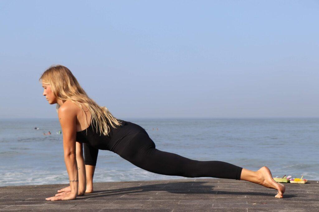 cómo conseguir hacer el spagat o postura del mono en yoga para conocer el significado de esta asana