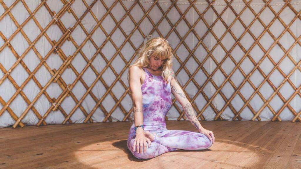 cual es el significado de tantra rojo y cómo es una meditación tántrica