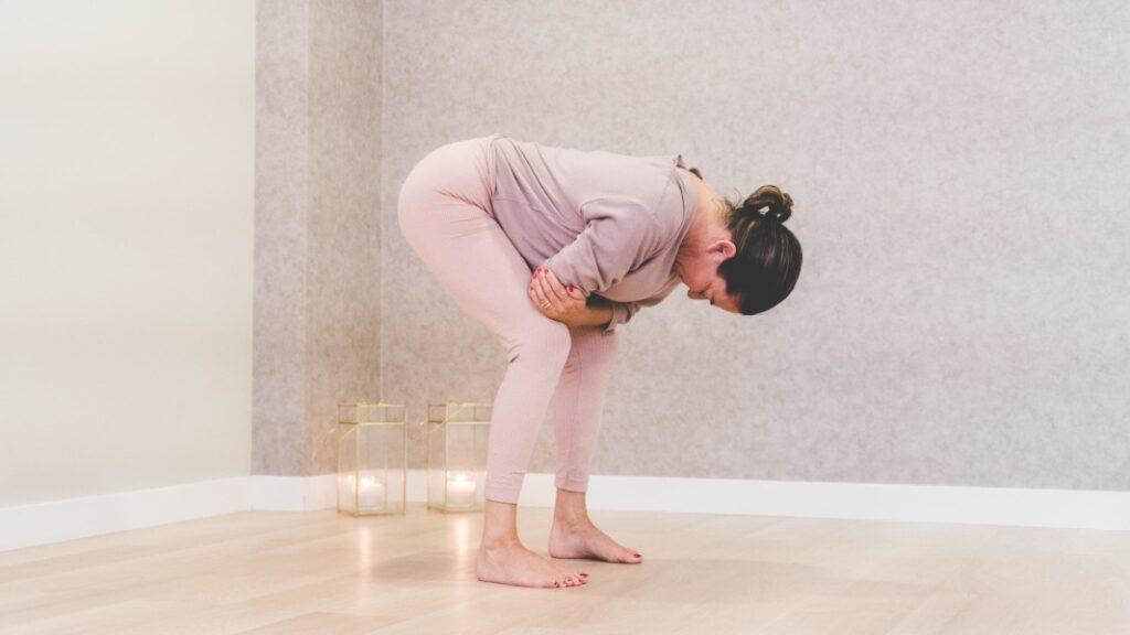 posturas de yoga por niveles: principiante, intermedio y avanzado