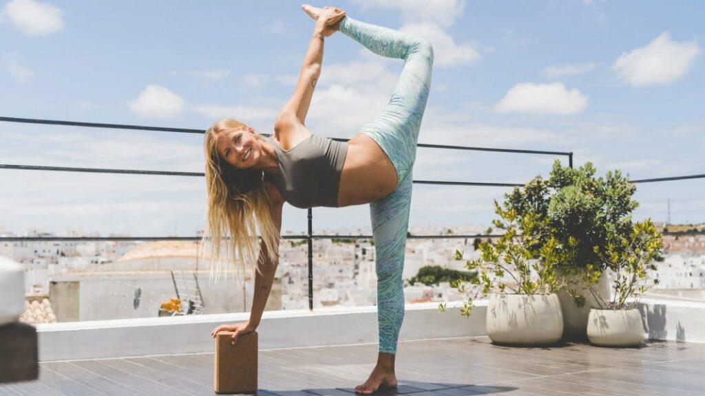 aprende posturas de yoga para el embarazo del primer trimestre