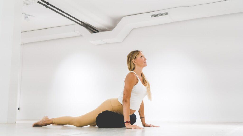 practicar meditación en el embarazo: descubre los beneficios y contraindicaciones de hacer yoga